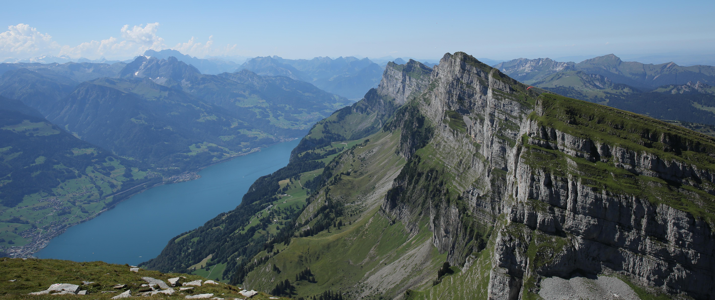 Bergpanorama mit Blick auf Churfirsten und Walensee